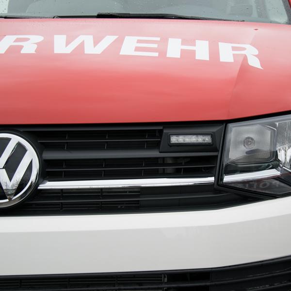 """Montagerahmenset für Kühlergrill VW T6/V1, T6 Caravelle Comfortline und Highline, Multivan, Bestellungen """"Feuerrot mit weißer Stoßstange, BJ ab 2015, Farbe: schwarz"""